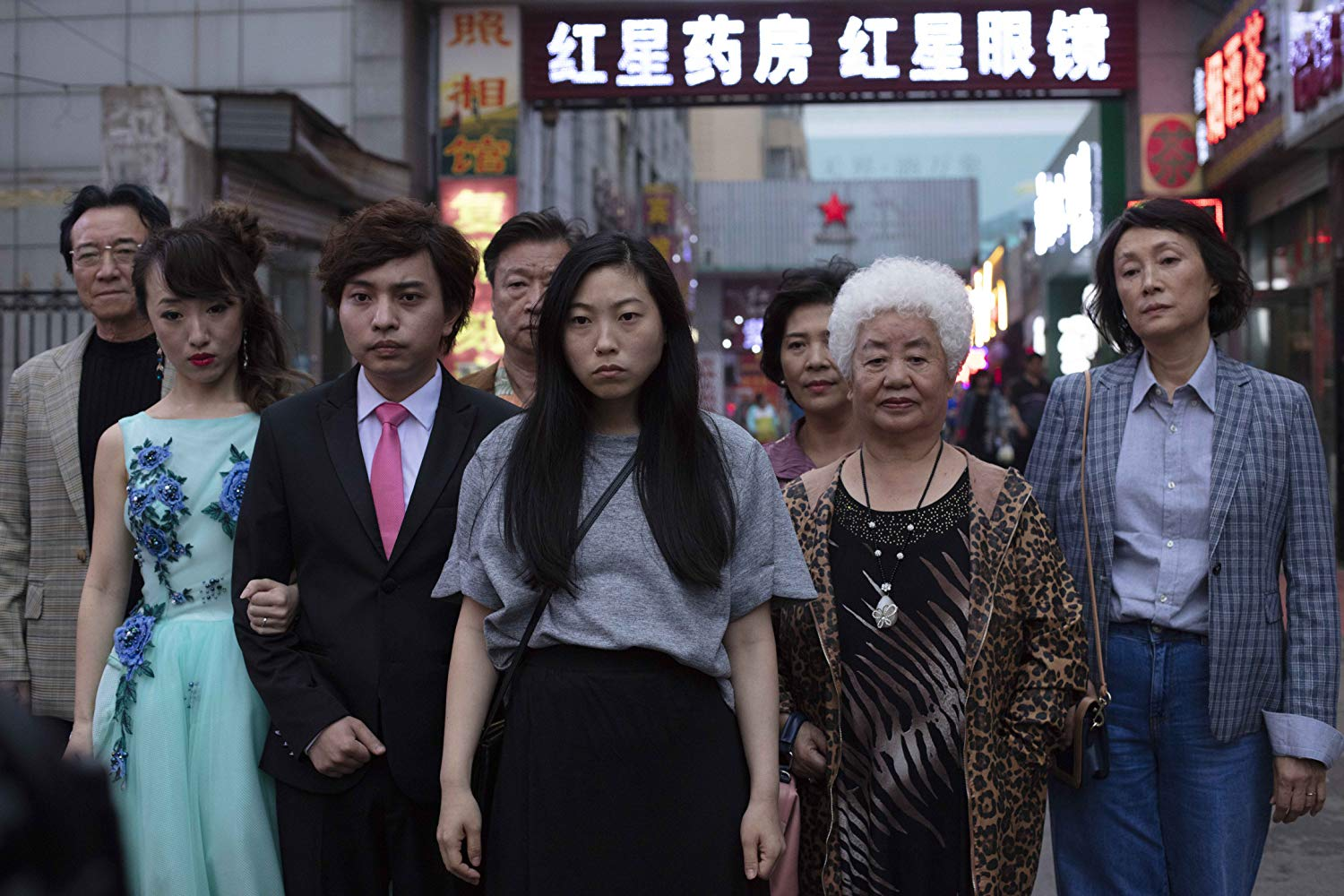 Tzi Ma, Shuzhen Zhao, Han Chen, Aoi Mizuhara, Hong Lu, Diana Lin, and Awkwafina in The Farewell (2019)