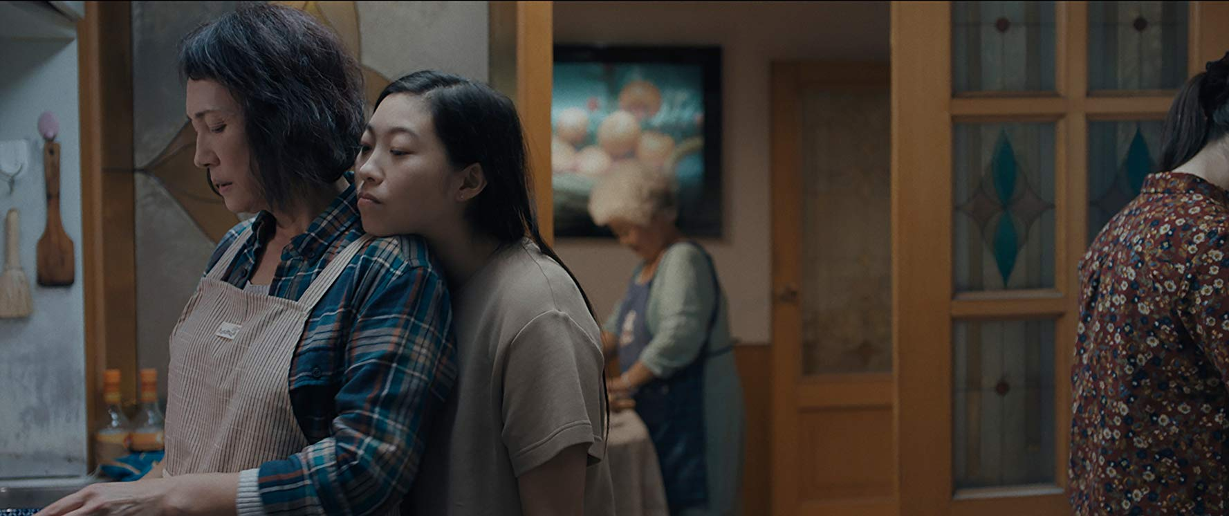 Diana Lin and Awkwafina in The Farewell (2019)