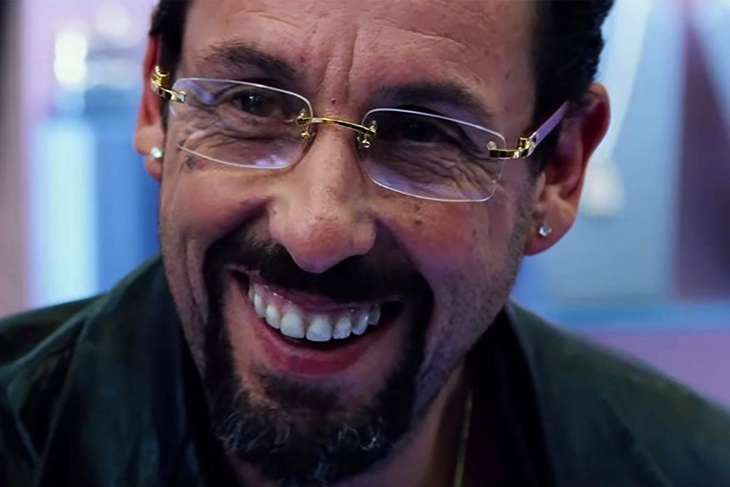 Adam Sandler disappears into the role of Howard Ratner, behind the bad teeth, goatee and ill-chosen glasses