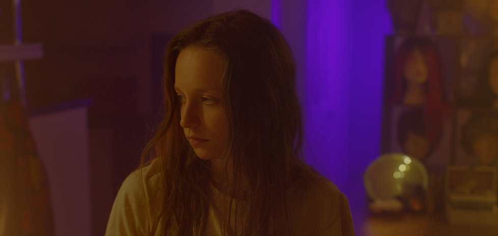 Ruth (Molly Windsor) in Make Up